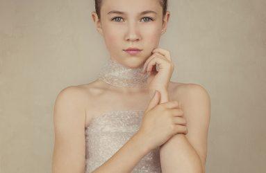 Alana Lee Photography girl in bubble wrap portrait